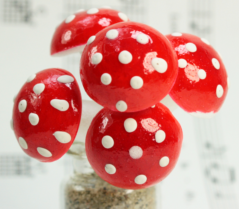 Red - Large Cotton Spun Mushrooms  - Set of 10 - (218-0114)